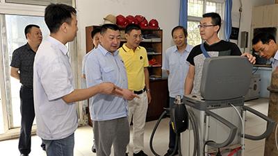 重庆齿轮箱有限责任公司董事长温建波到焱炼公司考察